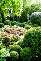 Bildno.: 11223707<br/><b>Feature: 11223659 - Green and Grand</b><br/>Romantic garden in Limburg, Belgium<br />living4media / Pietrek, Sibylle