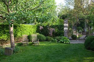 Bildnr.: 11223719<br/><b>Feature: 11223710 - Formvollendet</b><br/>Heerenhof, ein idyllischer Garten in Maastricht<br />living4media / Pietrek, Sibylle