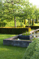 Bildnr.: 11223725<br/><b>Feature: 11223710 - Formvollendet</b><br/>Heerenhof, ein idyllischer Garten in Maastricht<br />living4media / Pietrek, Sibylle