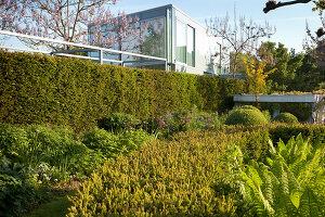 Bildnr.: 11223729<br/><b>Feature: 11223710 - Formvollendet</b><br/>Heerenhof, ein idyllischer Garten in Maastricht<br />living4media / Pietrek, Sibylle