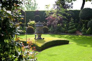 Bildno.: 11223849<br/><b>Feature: 11223835 - Woman's Touch</b><br/>Lush garden in the Netherlands<br />living4media / Pietrek, Sibylle