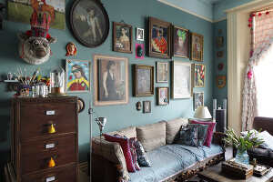 Bildno.: 11229081<br/><b>Feature: 11229069 - Upcycling is the Key</b><br/>Vintage and upcycled finds fill this Brighton Flat in the U. K.<br />living4media / Wood, Emma