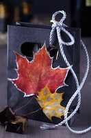Bildno.: 11239939<br/><b>Feature: 11239933 - Romancing the Leaf</b><br/>Autumn decorations made of leaves<br />living4media / Taube, Franziska