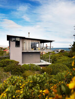 Bildno.: 11240105<br/><b>Feature: 11240065 - Light and Easy</b><br/>A distinctive modern beach house on the Cape South coast<br />living4media / House &amp; Leisure