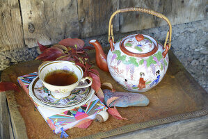 Bildno.: 11250969<br/><b>Feature: 11250960 - Tea and Sympathy</b><br/>Tea time in a rustic environment<br />living4media / Revier 51