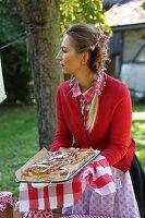 Bildnr.: 11252341<br/><b>Feature: 11252336 - Apfelb&#228;ckchen</b><br/>Apfelernte mit Picknick in Bullerb&#252;<br />living4media / Syl Loves
