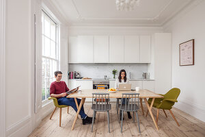 Bildno.: 11262649<br/><b>Feature: 11262646 - Low Budget -- High Style</b><br/>Transforming a London studio into a one-bedroom wonder<br />living4media / Simon Maxwell Photography
