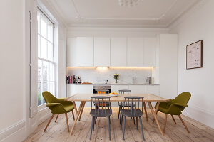 Bildno.: 11262653<br/><b>Feature: 11262646 - Low Budget -- High Style</b><br/>Transforming a London studio into a one-bedroom wonder<br />living4media / Simon Maxwell Photography