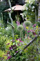 Bildno.: 11263447<br/><b>Feature: 11263422 - Garden Dreams</b><br/>Romantic garden near Cologne<br />living4media / Bauer, Christine