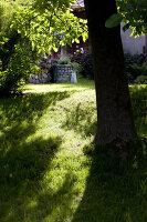 Bildno.: 11263451<br/><b>Feature: 11263422 - Garden Dreams</b><br/>Romantic garden near Cologne<br />living4media / Bauer, Christine