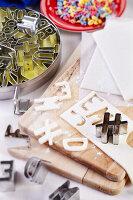 Bildnr.: 11276813<br/><b>Feature: 11276785 - Buchstaben-Salat</b><br/>Mit Buchstaben dekorieren<br />living4media / Taube, Franziska