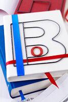 Bildnr.: 11276825<br/><b>Feature: 11276785 - Buchstaben-Salat</b><br/>Mit Buchstaben dekorieren<br />living4media / Taube, Franziska