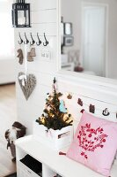 Bildno.: 11282249<br/><b>Feature: 11282243 - Home for Christmas</b><br/>Christmas decorating Swedish style<br />living4media / IBL Bildbyra AB / Angelica, S&#246;derberg