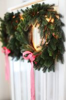 Bildno.: 11282287<br/><b>Feature: 11282243 - Home for Christmas</b><br/>Christmas decorating Swedish style<br />living4media / IBL Bildbyra AB / Angelica, S&#246;derberg