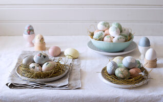 Bildno.: 11289983<br/><b>Feature: 11289981 - Pastel Eggs</b><br/>Use natural colours and decals to create delicate and beautiful Easter eggs<br />living4media / Great Stock!