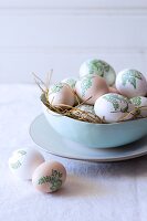 Bildno.: 11289987<br/><b>Feature: 11289981 - Pastel Eggs</b><br/>Use natural colours and decals to create delicate and beautiful Easter eggs<br />living4media / Great Stock!