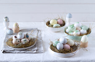 Bildno.: 11290005<br/><b>Feature: 11289981 - Pastel Eggs</b><br/>Use natural colours and decals to create delicate and beautiful Easter eggs<br />living4media / Great Stock!