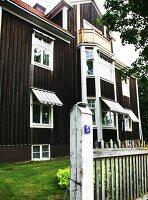Bildnr.: 11293343<br/><b>Feature: 11293342 - Schneewei&#223;chen und Rosenrot</b><br/>Die rothaarige Therese wohnt in einem nostalgischen Traum in Wei&#223;, Schweden<br />living4media / IBL Bildbyra AB / Angelica, S&#246;derberg