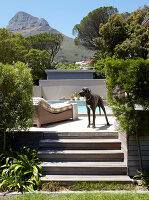 Bildno.: 11294717<br/><b>Feature: 11294679 - Return to Glamour</b><br/>From drab to glamorous in Camps Bay<br />living4media / Great Stock!