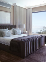 Bildno.: 11294725<br/><b>Feature: 11294679 - Return to Glamour</b><br/>From drab to glamorous in Camps Bay<br />living4media / Great Stock!