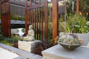 Bildno.: 11295023<br/><b>Feature: 11295000 - Asian Pleasure</b><br/>Low maintenance Oriental garden<br />living4media / Great Stock!