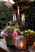 Bildno.: 11295661<br/><b>Feature: 11295646 - The Way of the Rose</b><br/>Festive d&#233;cor using roses<br />living4media / Great Stock!