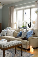 Bildno.: 11302245<br/><b>Feature: 11302230 - Swedish Sophistication</b><br/>Swedish home decorated with objects from all over the world<br />living4media / IBL Bildbyra AB / Ericsson, Peter