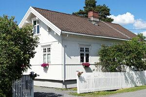 Bildnr.: 11303501<br/><b>Feature: 11303430 - Pastell-Palast</b><br/>Romantik, Moderne und Nostalgie im Hause des Urgro&#223;vaters, Norwegen<br />living4media / M&#246;ller, Cecilia