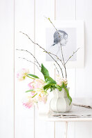 Bildno.: 11305835<br/><b>Feature: 11305818 - A Bit of Flower Power</b><br/>Decorating with spring flowers<br />living4media / Weber, Cornelia