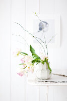 Bildno.: 11305839<br/><b>Feature: 11305818 - A Bit of Flower Power</b><br/>Decorating with spring flowers<br />living4media / Weber, Cornelia
