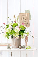 Bildno.: 11305857<br/><b>Feature: 11305840 - The Greening Touch</b><br/>Green flowers add a special kick to any room<br />living4media / Weber, Cornelia