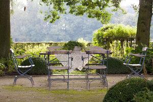 Bildnr.: 11306143<br/><b>Feature: 11306129 - Die feine englische Art</b><br/>Traumgarten im Englischen Stil, Belgien<br />living4media / Herwig, Modeste