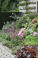 Bildnr.: 11306153<br/><b>Feature: 11306129 - Die feine englische Art</b><br/>Traumgarten im Englischen Stil, Belgien<br />living4media / Herwig, Modeste