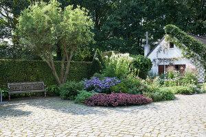 Bildnr.: 11306155<br/><b>Feature: 11306129 - Die feine englische Art</b><br/>Traumgarten im Englischen Stil, Belgien<br />living4media / Herwig, Modeste