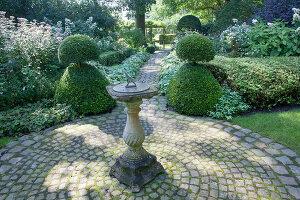 Bildnr.: 11306167<br/><b>Feature: 11306129 - Die feine englische Art</b><br/>Traumgarten im Englischen Stil, Belgien<br />living4media / Herwig, Modeste