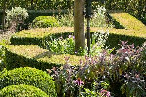 Bildnr.: 11306171<br/><b>Feature: 11306129 - Die feine englische Art</b><br/>Traumgarten im Englischen Stil, Belgien<br />living4media / Herwig, Modeste