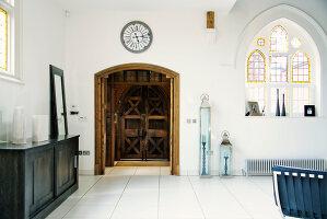 Bildnr.: 11313871<br/><b>Feature: 11313852 - Im Hause des Herrn</b><br/>Familie Greenberg wohnt in einer ehemaligen Kirche, England<br />living4media / Meadow, Tom