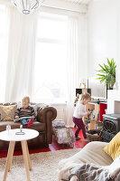 Bildnr.: 11313937<br/><b>Feature: 11313928 - Buntes Familienleben</b><br/>Fr&#246;hliches Haus im Seebad von Den Haag<br />living4media / Klazinga, Jansje