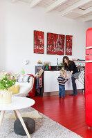 Bildnr.: 11313943<br/><b>Feature: 11313928 - Buntes Familienleben</b><br/>Fr&#246;hliches Haus im Seebad von Den Haag<br />living4media / Klazinga, Jansje