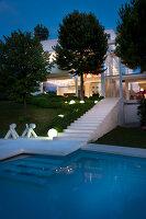 Bildnr.: 11321727<br/><b>Feature: 11321705 - Ein architektonischer W&#252;rfel</b><br/>Selbstdesigntes Haus mit ausgedehntem Aussenbereich f&#252;r die Freizeit, Italien<br />living4media / Rizzi, Laura