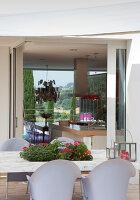 Bildnr.: 11321735<br/><b>Feature: 11321705 - Ein architektonischer W&#252;rfel</b><br/>Selbstdesigntes Haus mit ausgedehntem Aussenbereich f&#252;r die Freizeit, Italien<br />living4media / Rizzi, Laura