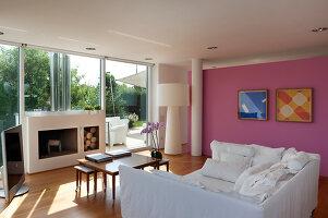 Bildnr.: 11321743<br/><b>Feature: 11321705 - Ein architektonischer W&#252;rfel</b><br/>Selbstdesigntes Haus mit ausgedehntem Aussenbereich f&#252;r die Freizeit, Italien<br />living4media / Rizzi, Laura
