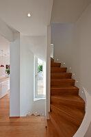 Bildnr.: 11321755<br/><b>Feature: 11321705 - Ein architektonischer W&#252;rfel</b><br/>Selbstdesigntes Haus mit ausgedehntem Aussenbereich f&#252;r die Freizeit, Italien<br />living4media / Rizzi, Laura