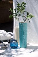 Bildnr.: 11321787<br/><b>Feature: 11321775 - Wei&#223;-blauer Sommer</b><br/>Indigoblaue Textilien und Porzellan in mediterraner Kulisse<br />living4media / Heinze, Winfried