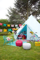 Bildno.: 11321803<br/><b>Feature: 11321802 - Camping In</b><br/>Camping is the inspiration for this romantic garden setting<br />living4media / Heinze, Winfried