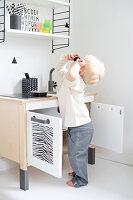 Bildnr.: 11321949<br/><b>Feature: 11321942 - Grafisches Nordlicht</b><br/>Modern, kreativ und schwarz-wei&#223;: So lebt eine junge Familie in Schweden<br />living4media / M&#246;ller, Cecilia