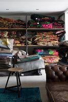 Bildnr.: 11323189<br/><b>Feature: 11323095 - Auf demTeppich bleiben!</b><br/>Die Kelim-Teppiche dieser charismatischen Familie sind selbst importiert, NL<br />living4media / de Kleermaeker, Anouk