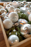 Bildno.: 11324993<br/><b>Feature: 11324941 - Dutch Christmas</b><br/>Christmas decorations are cool and elegant in this Dutch home<br />living4media / Klazinga, Jansje