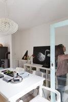 Bildnr.: 11325169<br/><b>Feature: 11325156 - Blogger-Style</b><br/>Das Zuhause von Bloggerin Tina in Kopenhagen ist eine wahre Inspirationsquelle!<br />living4media / Klazinga, Jansje