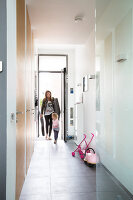 Bildno.: 11326353<br/><b>Feature: 11326350 - Guiding LIne</b><br/>Total revamp of house in Holland<br />living4media / Klazinga, Jansje